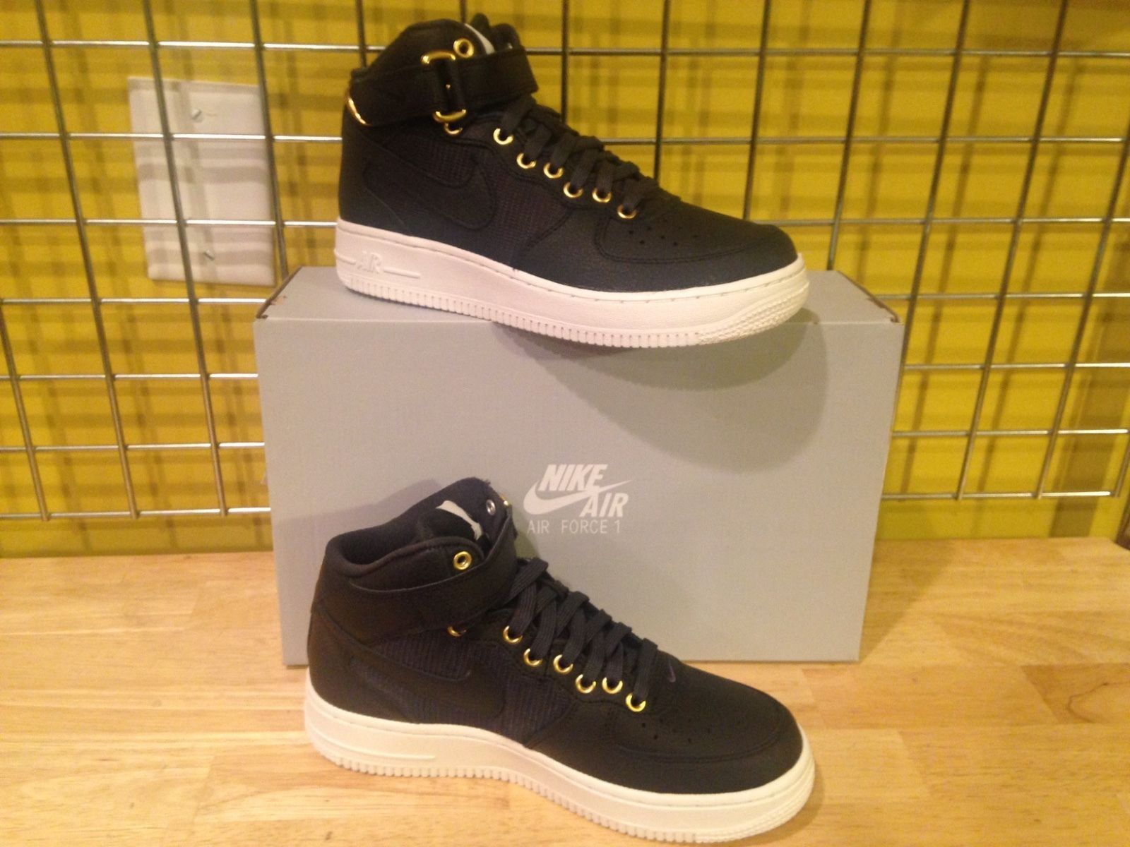 huge discount 49fd3 ab4a5 Nike Air Force 1 Mid LV8 (GS) 820342 002 and 50 similar items. S l1600