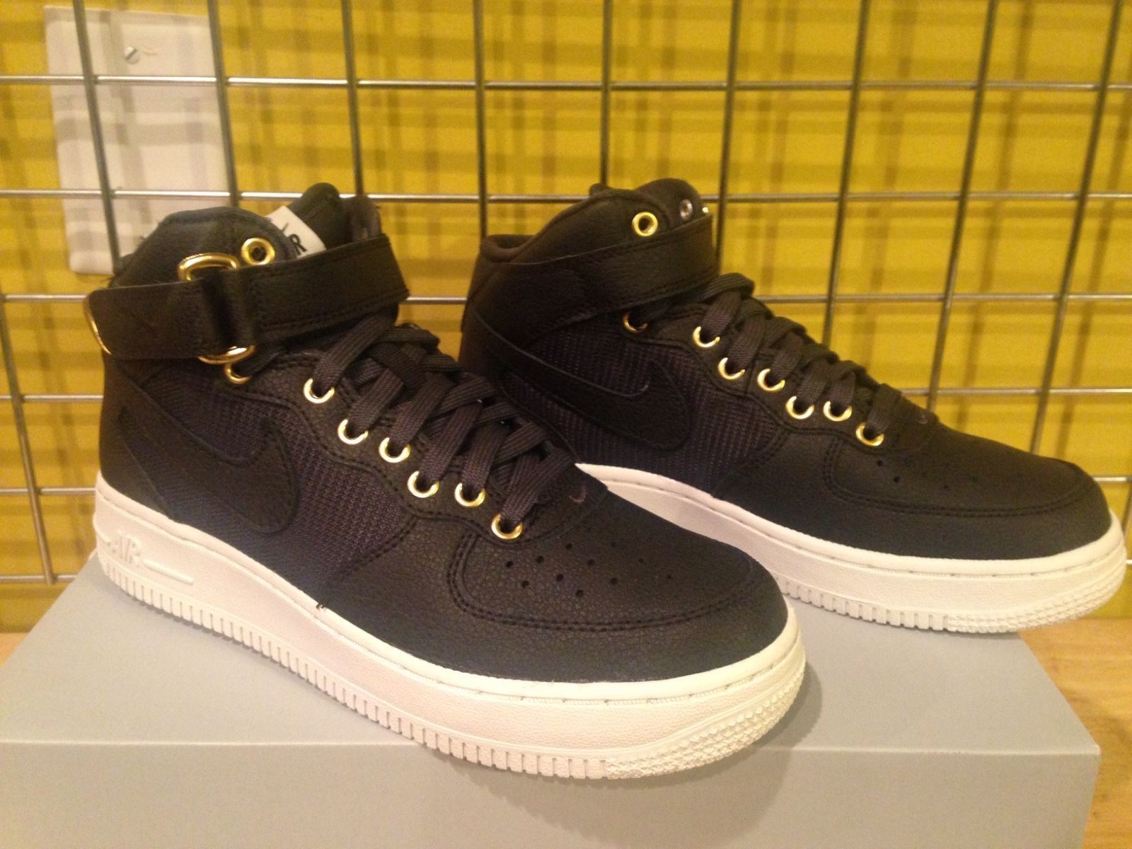 Nike Air Force 1 Mid LV8 (GS) 820342 002 and 50 similar items 5f5a630ca