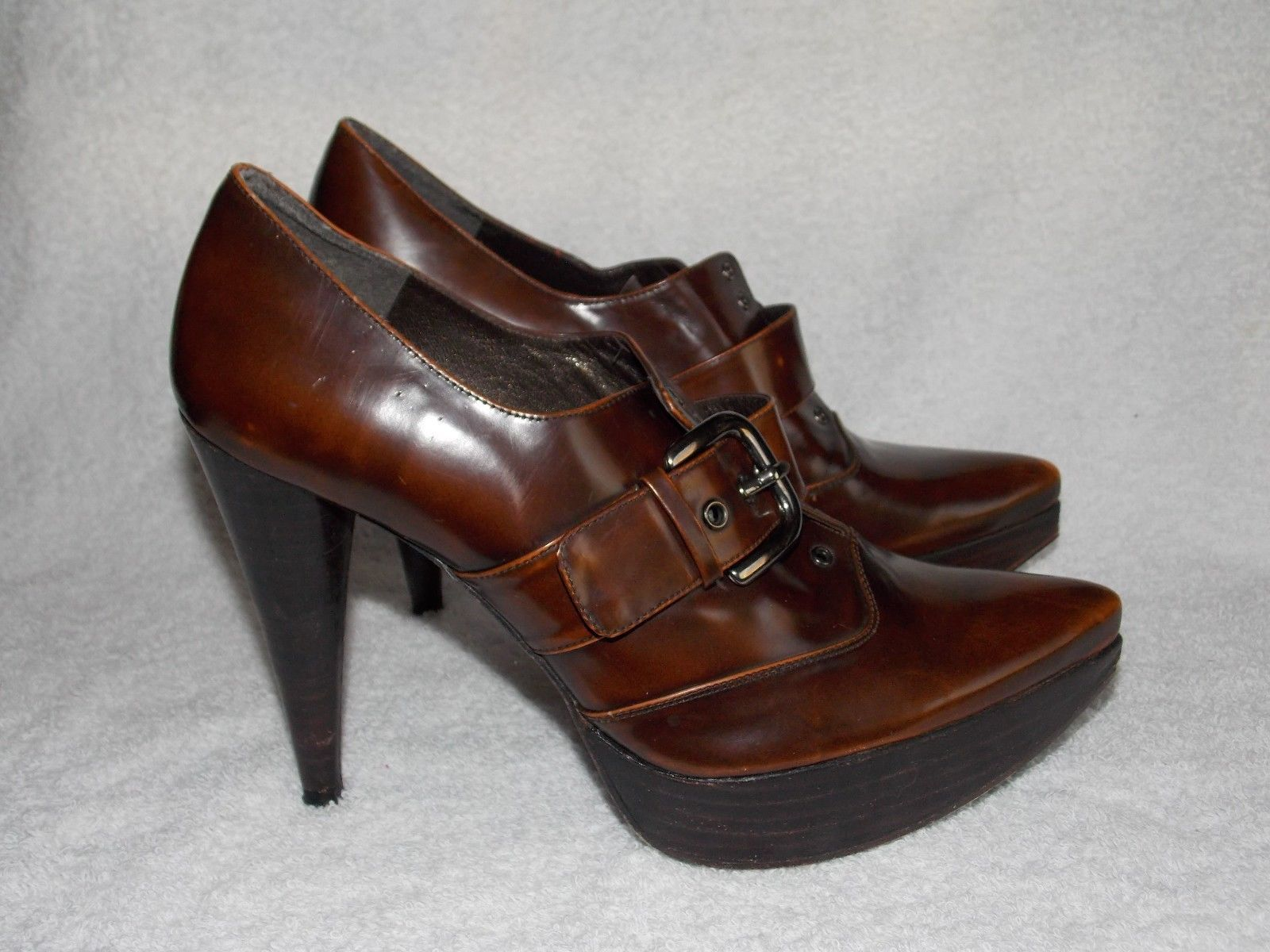 Primary image for Stuart Weitzman Leather Buckle Brown POINTY TOE Pump Heels 7M Used