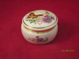 VALENTINE SERENADES  1990 HERITAGE HOUSE MUSIC BOX - $7.50
