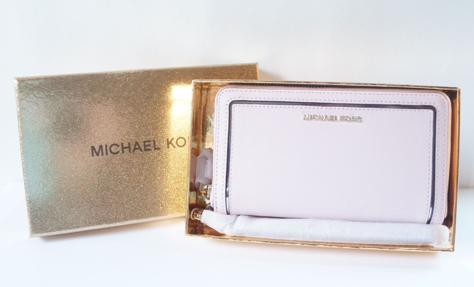 61c5d654e34c S l1600. S l1600. Previous. NWT MICHAEL KORS FRAME OUT LARGE FLAT MULTIFUNCTION  PHONE CASE - BLOSSOM