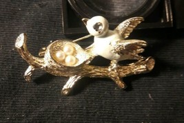 Vintage Signed Gerry's Gold Tone & Enamel Bird on Nest & Eggs Fashion Br... - $18.80