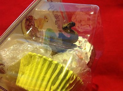 Cupcake gift box with choice of Exotic or Safari African animal  on lid