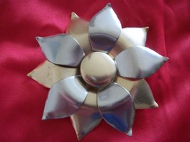 1960's Brooch Gold & Silver Petal Design with Tiny Turned up Tips Vintag... - $35.99