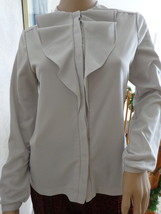 VINTAGE LADIES POSITANO LIGHT GRAY BLOUSE (#0955) with A RUFFLED COLLAR - $6.99