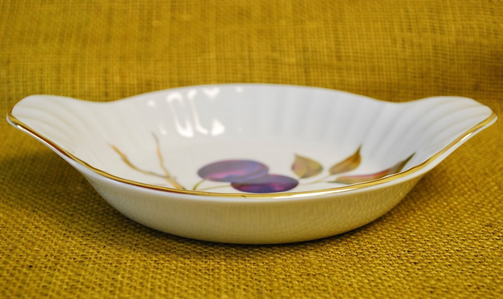 *3* Royal Worcester EVESHAM GOLD Porcelain - Fluted Individual Au Gratin - Plums