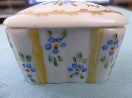 JEWELLERY TRINKET BOX HAND DECORATED WITH 24-K GOLD & SIGNED - $32.00