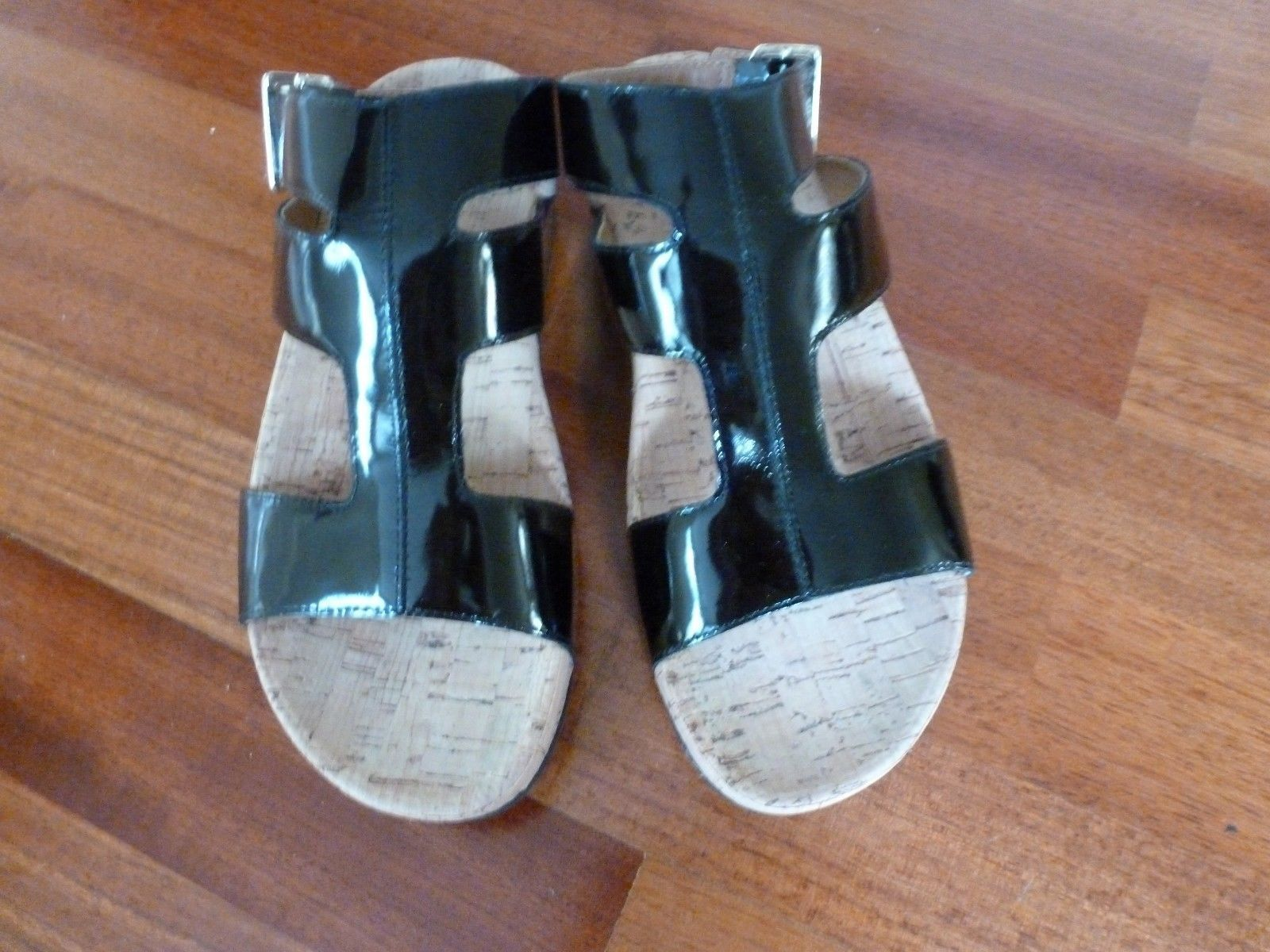 FitFlop The Skinny Cork Leather Womens Flip Flop Causal, 6 US Shoe Size (Women's - $117.00