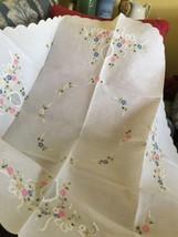 """Grandmas Estate 30"""" Round White Tablecloth Topper Embroidered Flowers (Mia) - €30,53 EUR"""