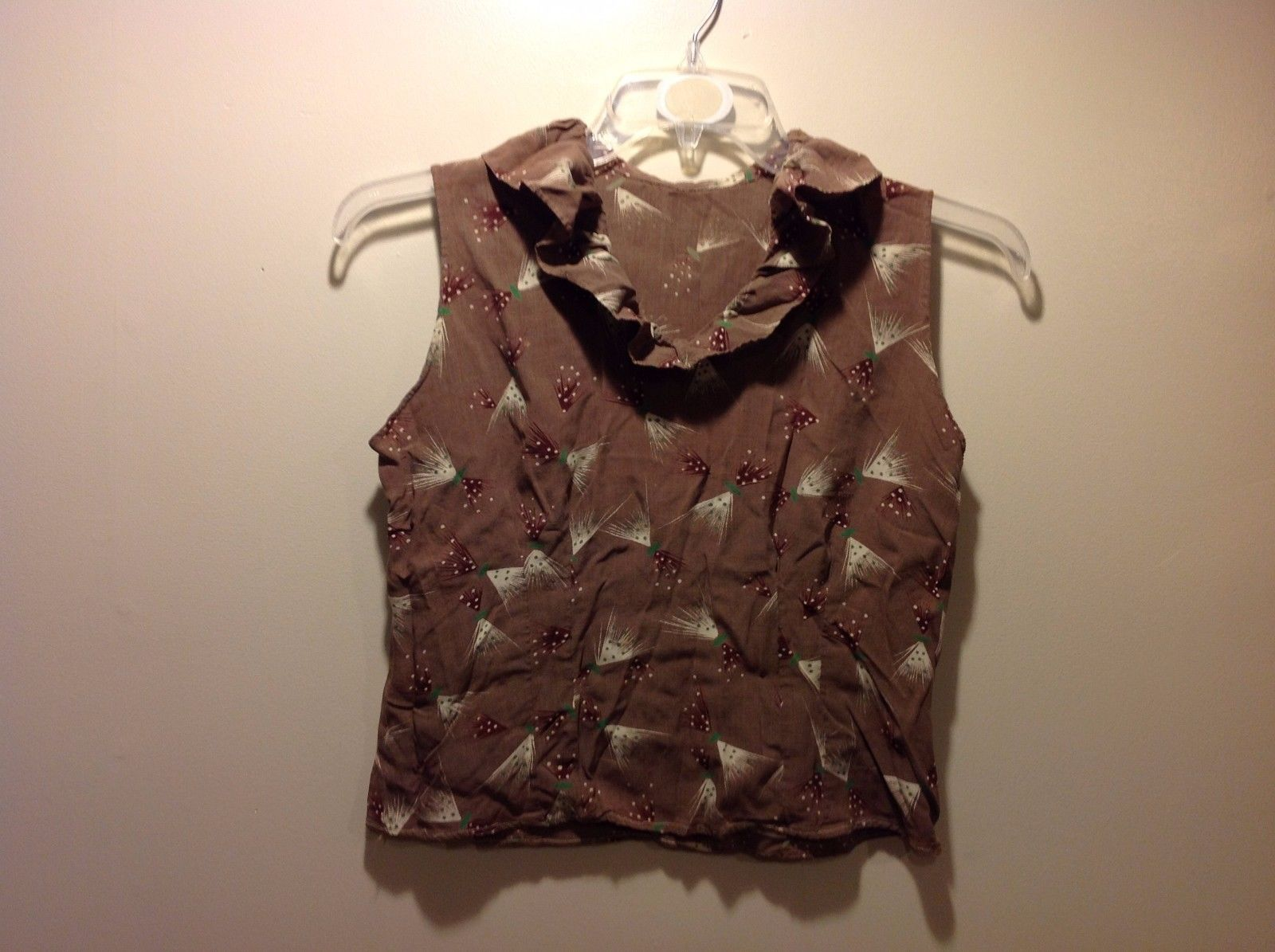 Brown Nature Themed Sleeveless Blouse w Frilly Neckline