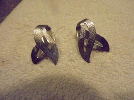 SARAH COVENTRY SILVERTONE CLIP EARRINGS - $7.47