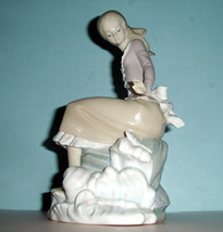 LLADRO GIRL AT THE SEA-SIDE Pond with Fish 4918 Handmade Figurine Spain - $268.00