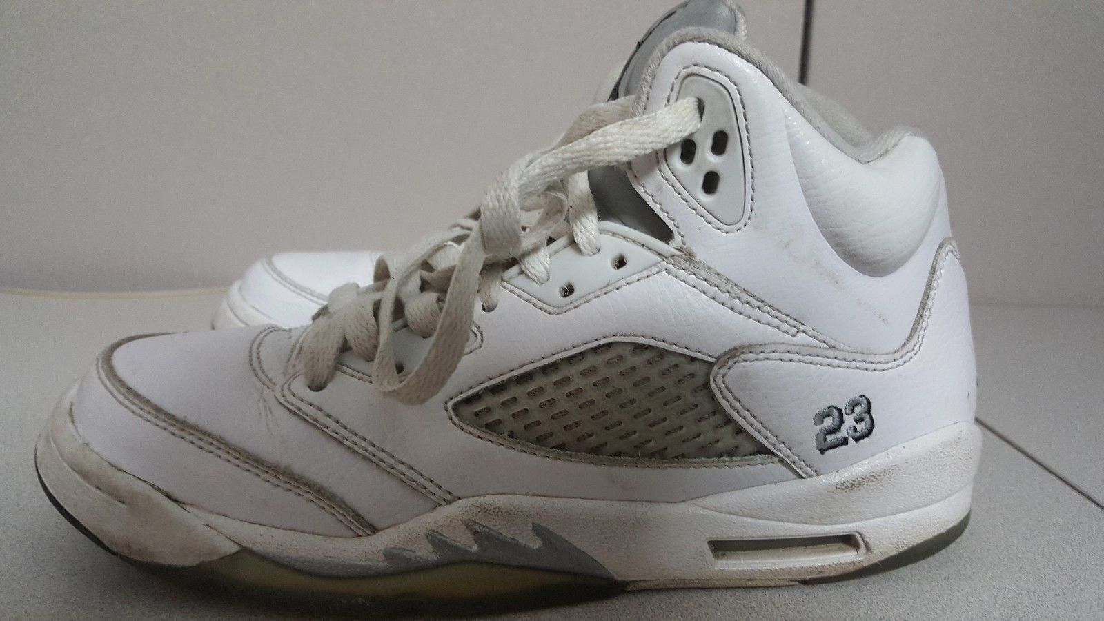 c13a30e55c5b AIR JORDAN 5 V Retro BG White Basketball Shoe Pre Owned Size 5.5 440888-130
