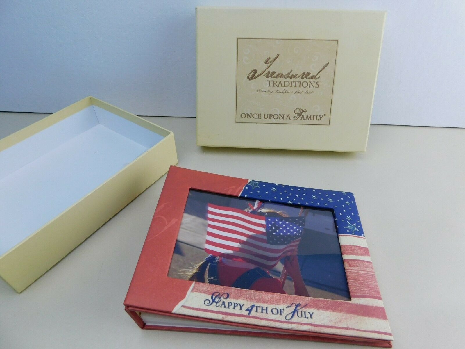 "Primary image for TREASURED TRADITIONS ""July 4"" FAMILY FOLD OUT PHOTO ALBUM / SCRAP BOOK Patriotic"