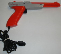 NES NINTENDO ZAPPER NES-005 Orange Wired OEM - TESTED & WORKING! Gun Con... - $5.94