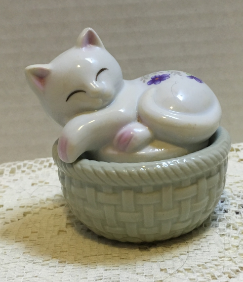 Vintage Action Brand Cat on Basket Trinket Box Purple Violet Design Ring Box