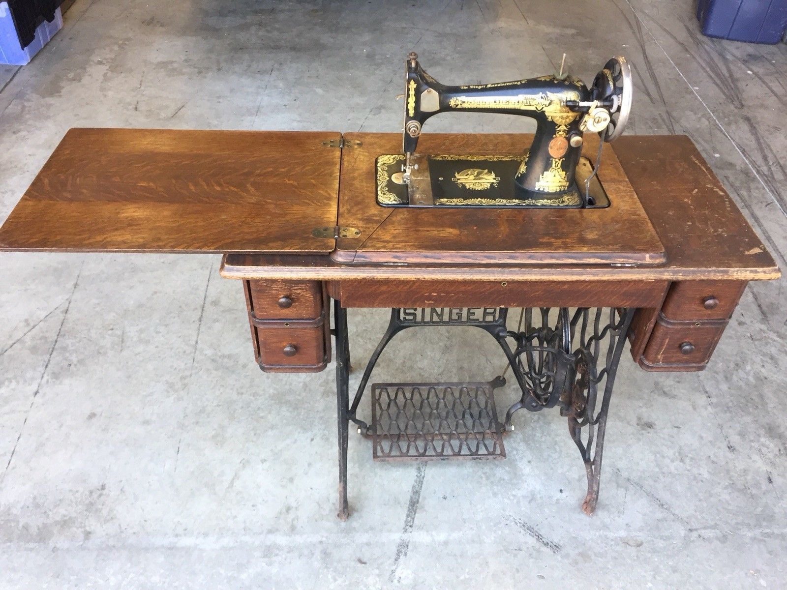 antique singer treadle sewing machine sphinx table. Black Bedroom Furniture Sets. Home Design Ideas