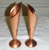 A VINTAGE PAIR OF CANDLESTICKS / BUD VASES IN PURE COPPER HAND MADE IN I... - $23.47