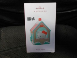 "Hallmark Keepsake ""Hello Kitty"" 2018 Ornament NEW - $8.86"