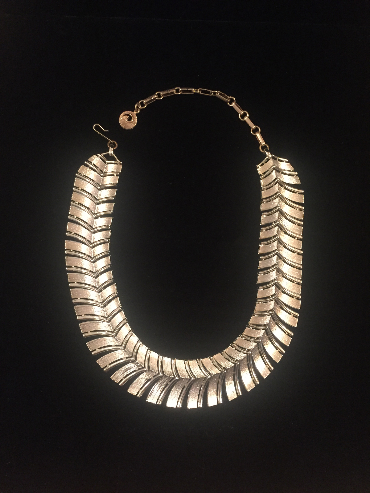Vintage 60s Segmented Gold Spine Choker Necklace