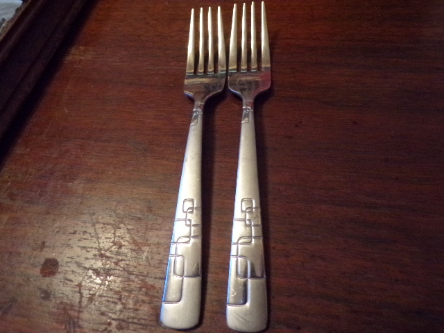 Primary image for 2 Oneida Frosted/Glossy Squares Stainless18/0 Quadratic Dinner Forks 8""