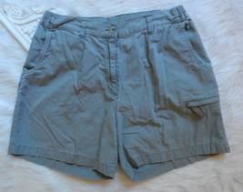 WOOLRICH Women Shorts 14 Pale Green Gray Khaki Flat Front Security Pocket Cotton - $16.62