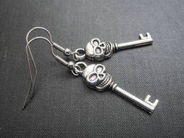 Skull Skeleton Key Antique Silver Dangle Earrings Handmade Gothic Earrings - $10.00
