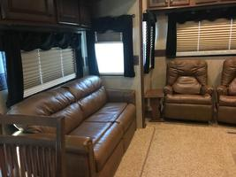 2014 Jayco Pinnacle 36' 5th wheel camper For Sale in Mitchell, South Dakota  image 11