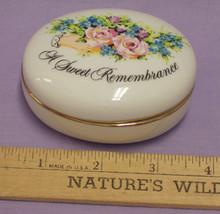 Avon Valentine's Day 1982 Sweet Remembrance ceramic Trinket Box made in Japan - $10.88