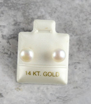 Gorgeous 14k Yellow Gold Pearl Stud Earrings 1.1gr - $79.33