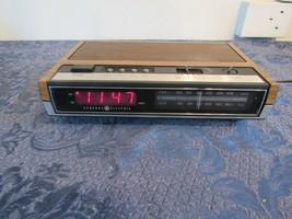 VTG GE General Electric Digital Alarm Clock AM FM Radio Faux Wood  #7-4630A - $18.86