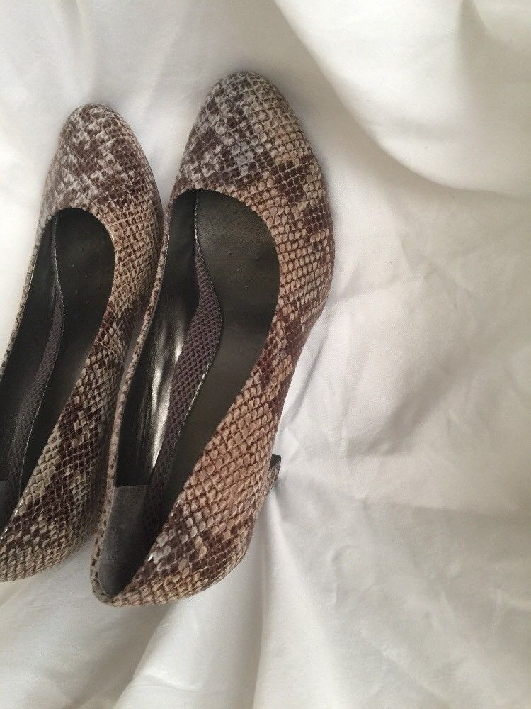 "WOMEN'S CLASSIC PUMP BY ""EASY SPIRIT ANTI-GRAVITY"" US SIZE 9.5M SNAKESKIN"