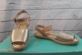 Marc Fisher Terace Gold Flat Espadrille Sandals 7.5 Peep Toe Cushioned - $18.52