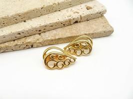 Vintage Signed Trifari Gold Tone Modernist Swirl Teardrop Clip On Earrings NN36 - $16.99