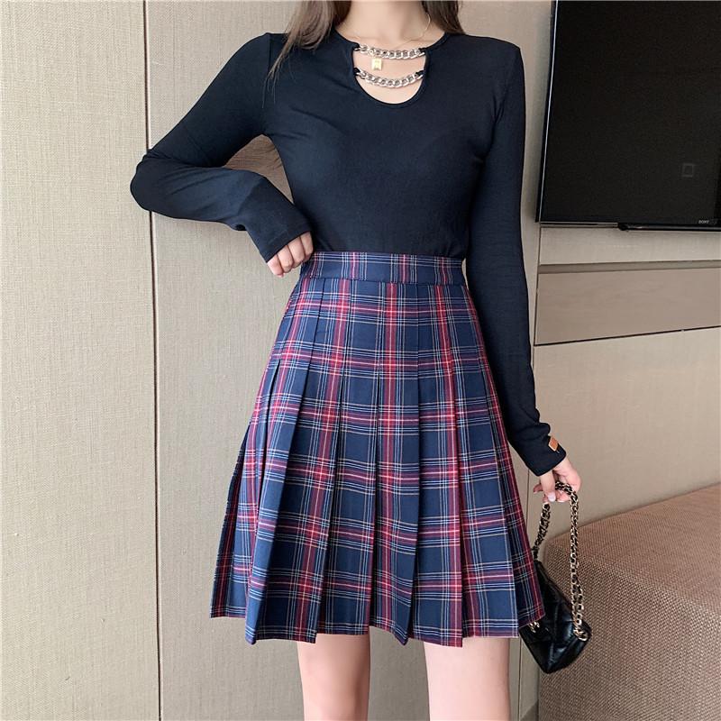 Knee length plaid skirt navy black  4