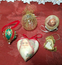 FIVE ASSORTED VINTAGE CHRISTMAS ORNAMENTS image 2