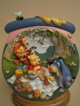 POOH-ISH SORt OF PICNIC 3-D Collector Plate POOH'S HUNNYPOT ADVENTURES 4... - $44.95