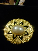 Brooch Pin SIGNED LR GoldTone Setting w/ Large CENTER Faux Pearl Cabochon - $5.93