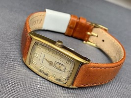a vintage Hamilton Cabot quartz watch 5463 - $127.63