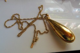 Vintage Monet Signed Gold Tone Tear Drop Pendant Necklace - $24.25