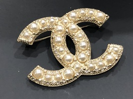 NEW 100% AUTHENTIC CHANEL LIMITED EDITION Gold Pearl CC Logo Iconic PIN BROOCH image 4