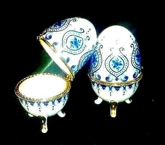Ceramic Egg Shell with Gold Trim AB 660 Vintage Blue and White