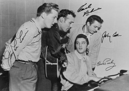 johnny cash and elvis presley essay To millions of fans, johnny cash is the man in black, a country-music legend who sings in an authoritative baritone about the travails of working men and the downtrodden in cash was part of an elite club of rock and roll pioneers at sun that included elvis presley, carl perkins and jerry lee lewis.