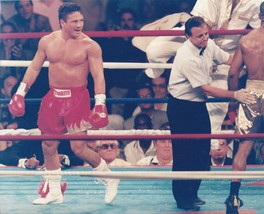 Vinny Pazienza 8X10 Photo Boxing Picture End Of Round - $3.95