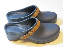 Crocs Sarah Clog Hausschuhe Duell Komfort Marineblau 20631 Standard Passung - $31.86