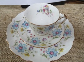Set of 4 Aynsley Cup, Saucer and Plate sets - Floral pattern - Lots of G... - $95.00