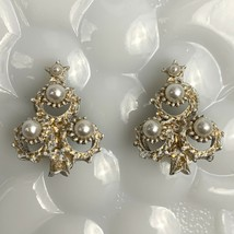 Signed Christmas Tree Clip On Earrings Vintage Faux Pearl White Gold Tone - $15.80