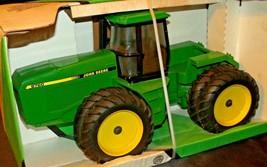 1992 Ertl John Deere 4-Wheel Drive Tractor 8760 in Box AA20-JD2081a