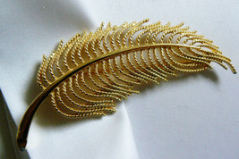 LARGE SIGNED MONET GOLD TONE METAL LEAF Or FEATHER PIN BROOCH - $23.76