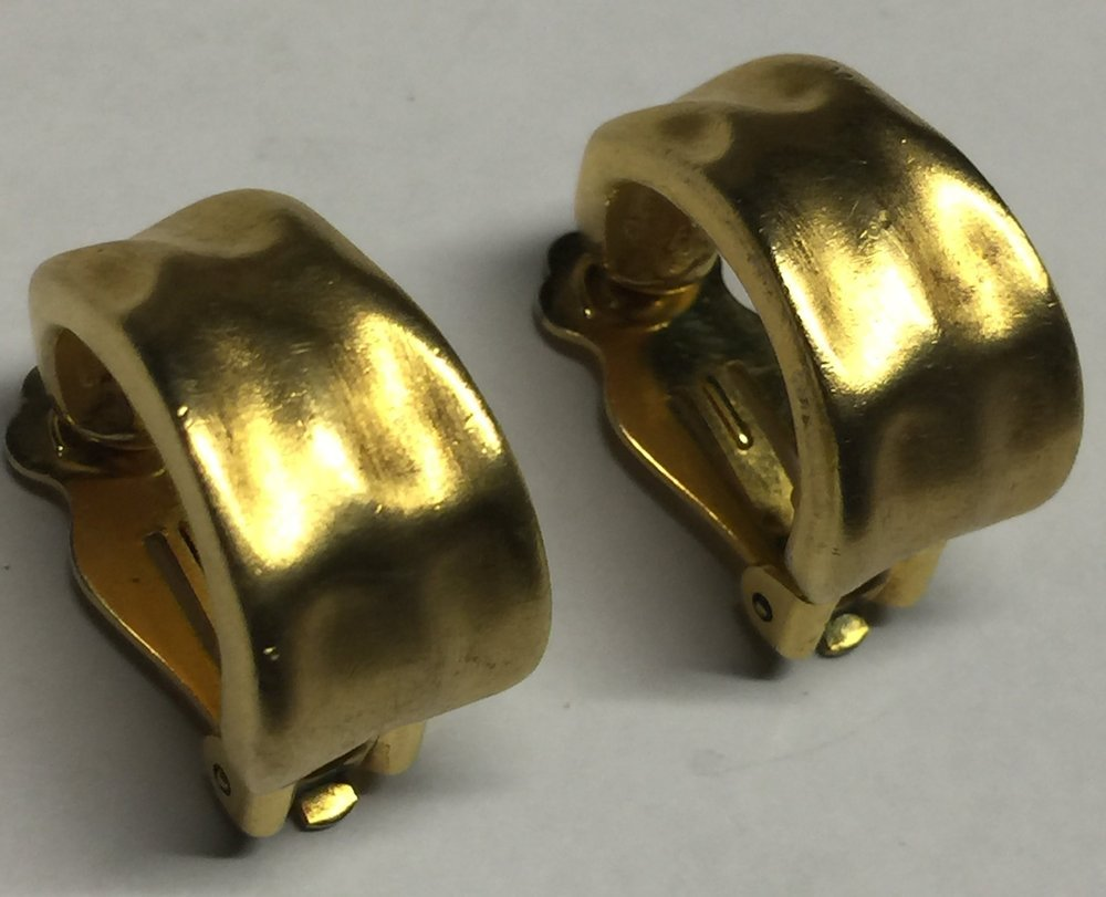 VTG 60s/70s Brushed Gold Tone Hammered Look Huggie Style Hoops Clip On Earrings image 2